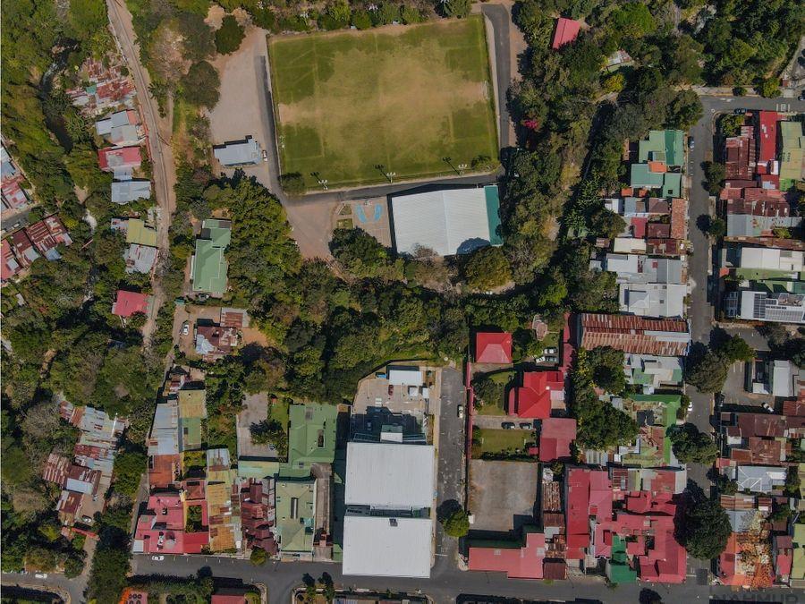 se vende amplio lote para desarrollar en barrio aranjuez