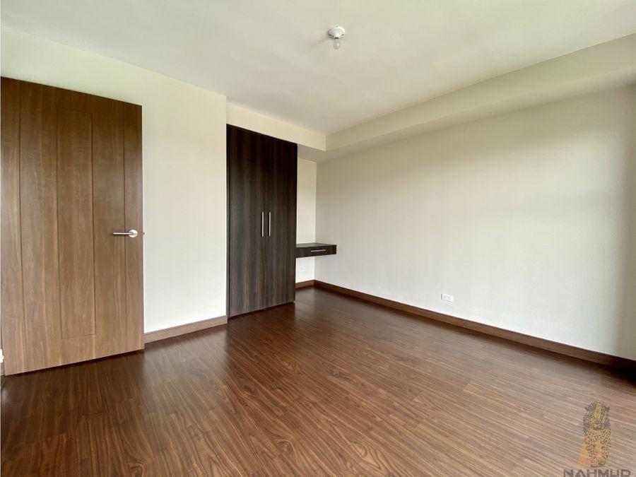 se alquila apartamento en condominio en la uruca