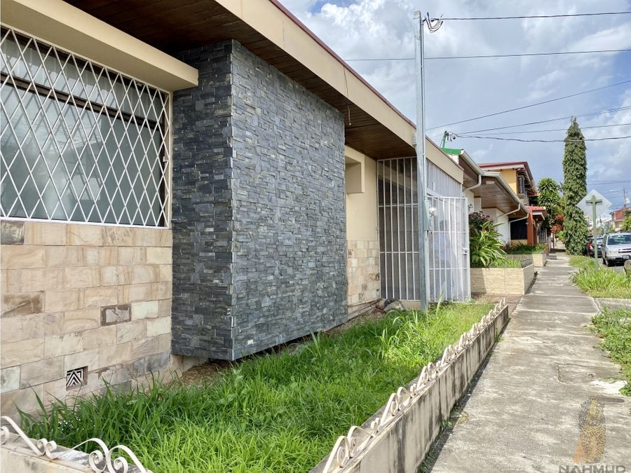 se vende casa independiente en rohrmoser