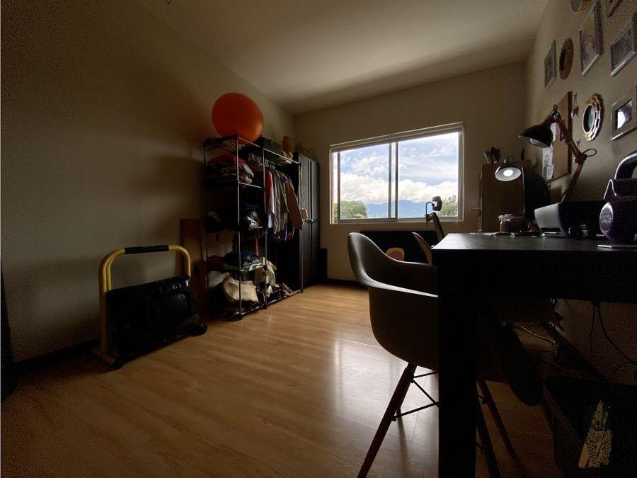 se vende apartamento en torre en la sabana