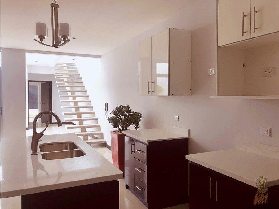 se vende casa en residencial en tres rios