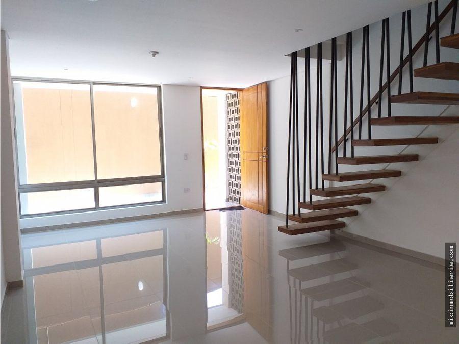 vendo casa de dos pisos en delicias barranquilla
