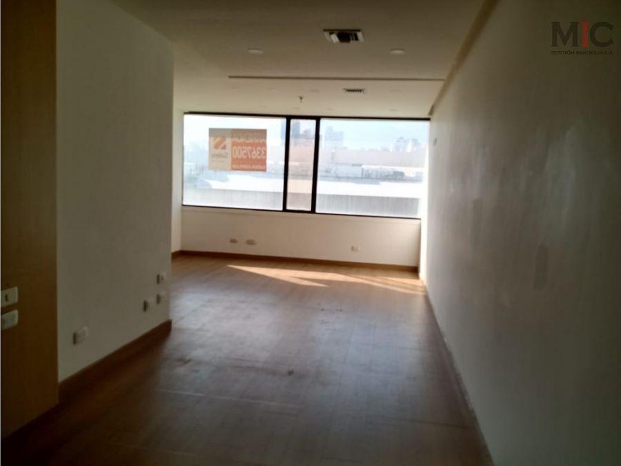 arriendo oficina 43 metros en centro empresarial barranquilla
