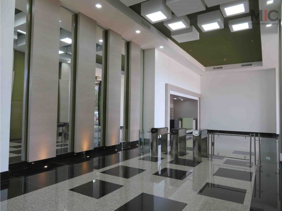 se vende oficina 110 metros en centro empresarial barranquilla