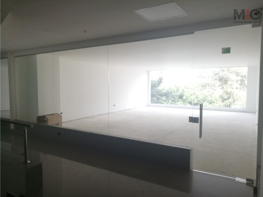 local segundo piso en centro comercial nuevo barranquilla