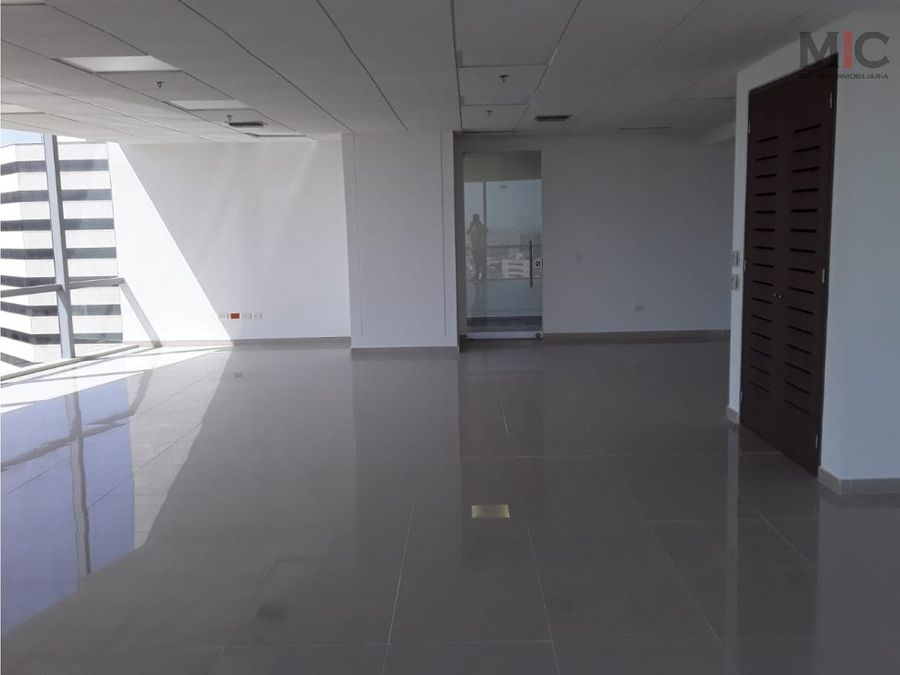 oficina grande en venta en centro empresarial barranquilla