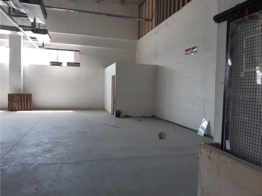 arriendo bodecal en centro comercial soledad atlantico