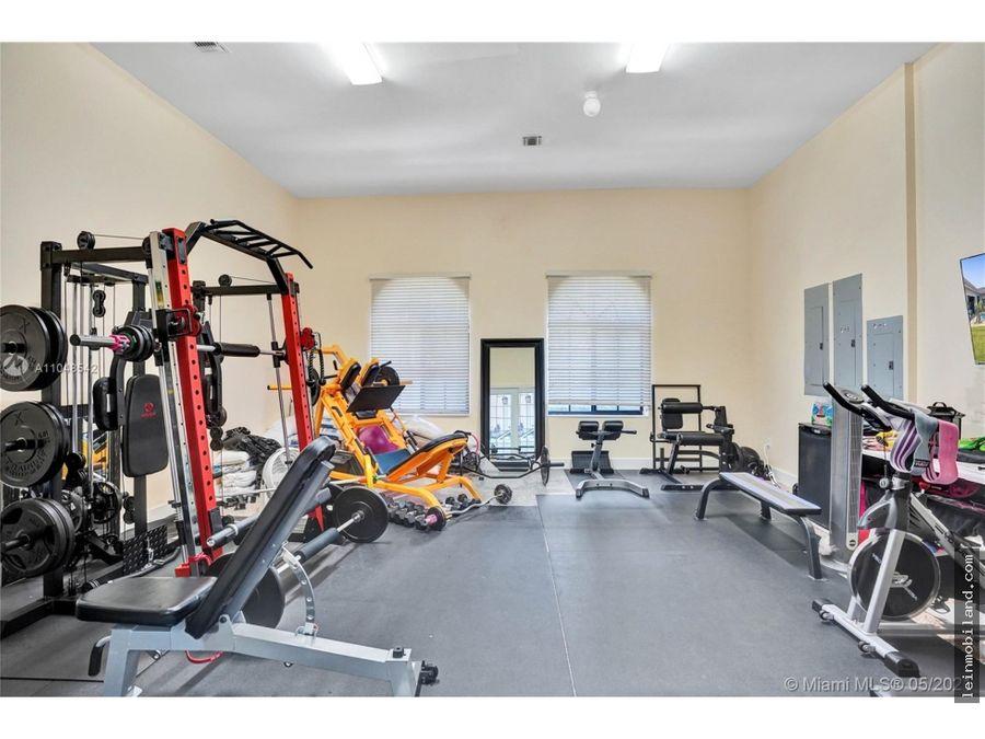 se vende impresionante y lujosa casa de 5 habitaciones en weston