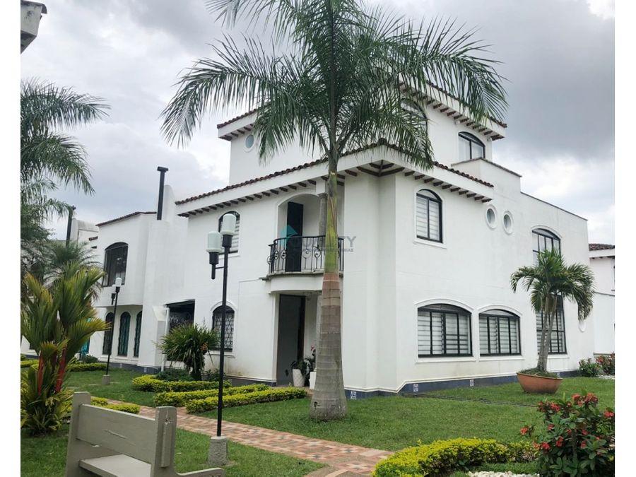 espectacular casa en venta en quintanar del cerro pereira
