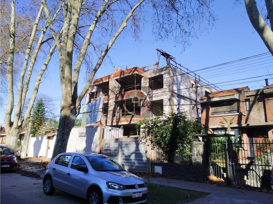 amplio apartamento con terraza al frente y parrillero individual