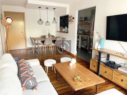 amplio y moderno balcon y cocina definida excelente