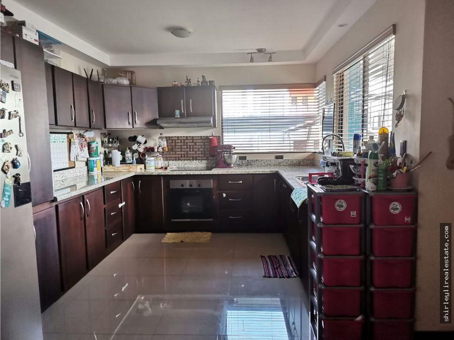 alquilo casa en condominio terrafe