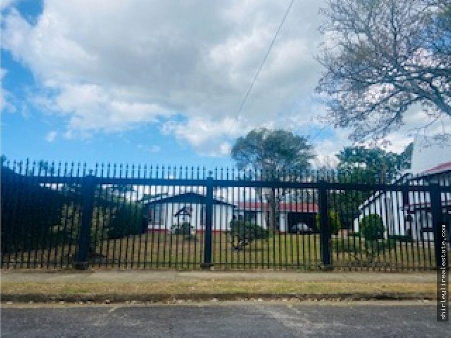 vendo casa con amplio terreno en lomas de ayarco curridabat