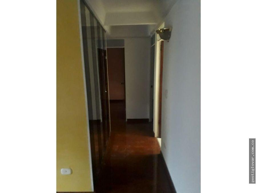 se vende apartamento bosque de san carlos