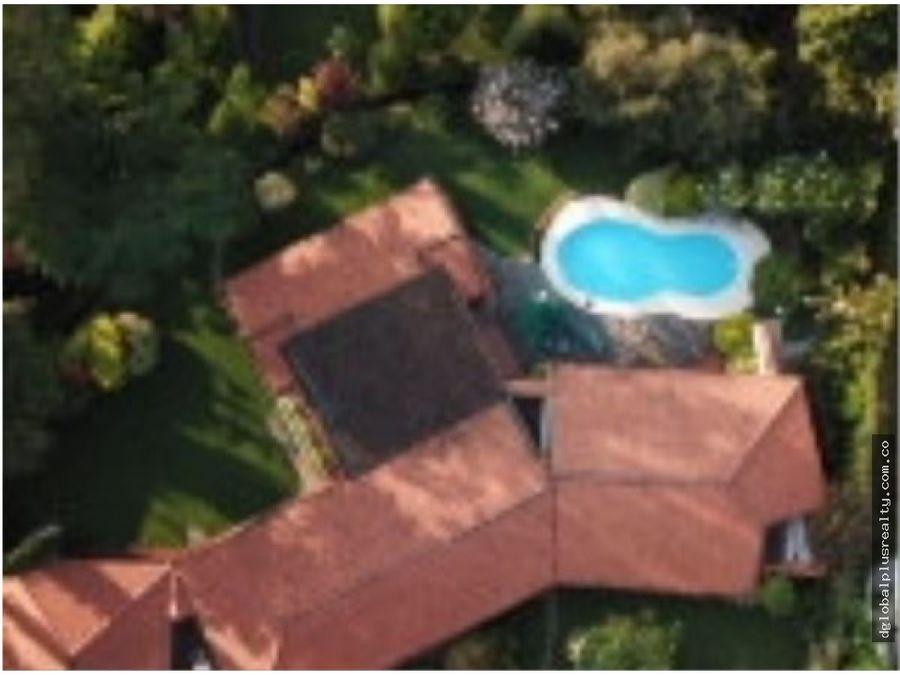 regalo casa en pance de 444 m2 vendo el lote 3700 m2 papayaso