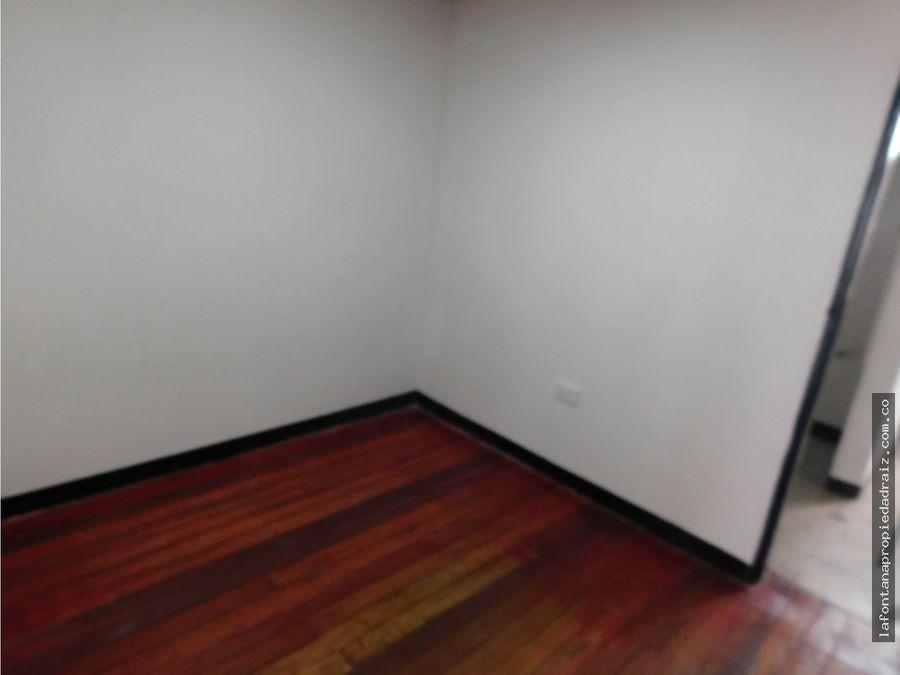arrienda apartamento en la carolita