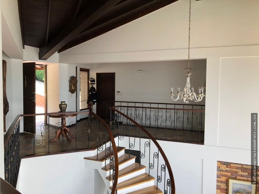 vende casa en la alhambra
