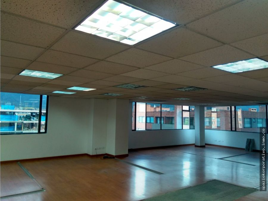 oficina arriendo edif espectrum de 366 m2