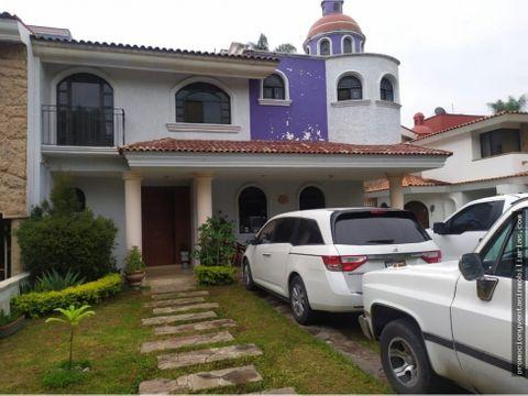 hermosa casa con excelente ubicacion en valle real zapopan