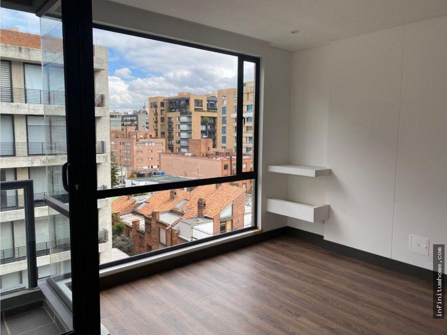 chico moderno exterior balcon