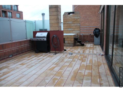 chico reservado amplio con terraza