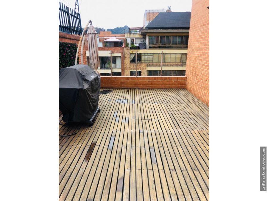 chico navarra con vista a verde y terraza
