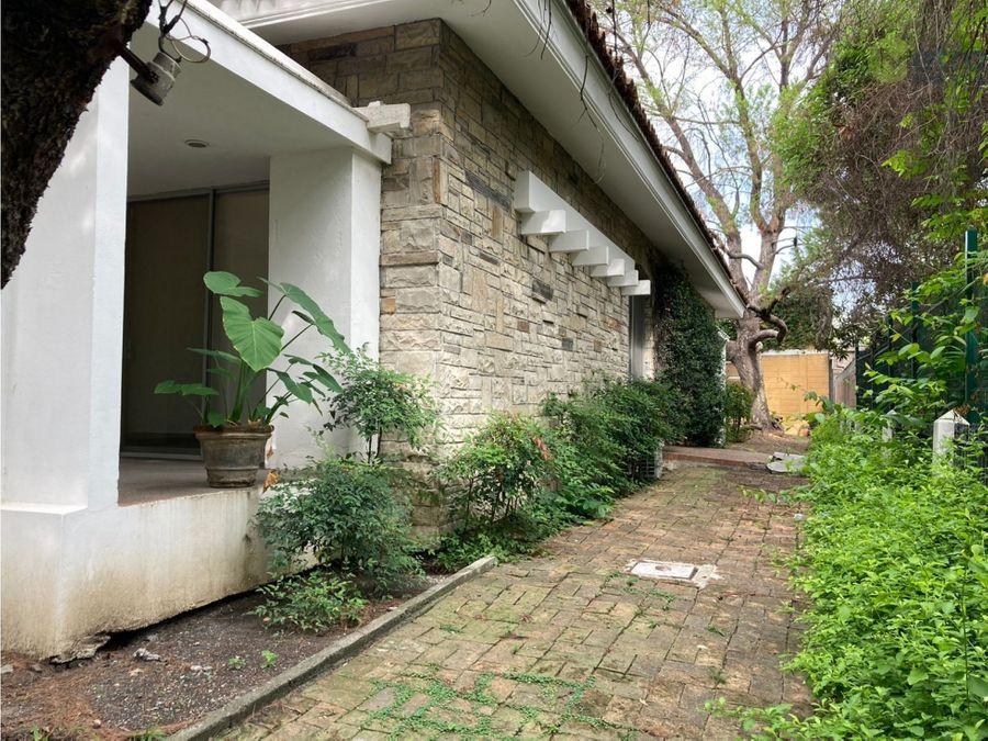casa en venta del valle sobre avenida lsl
