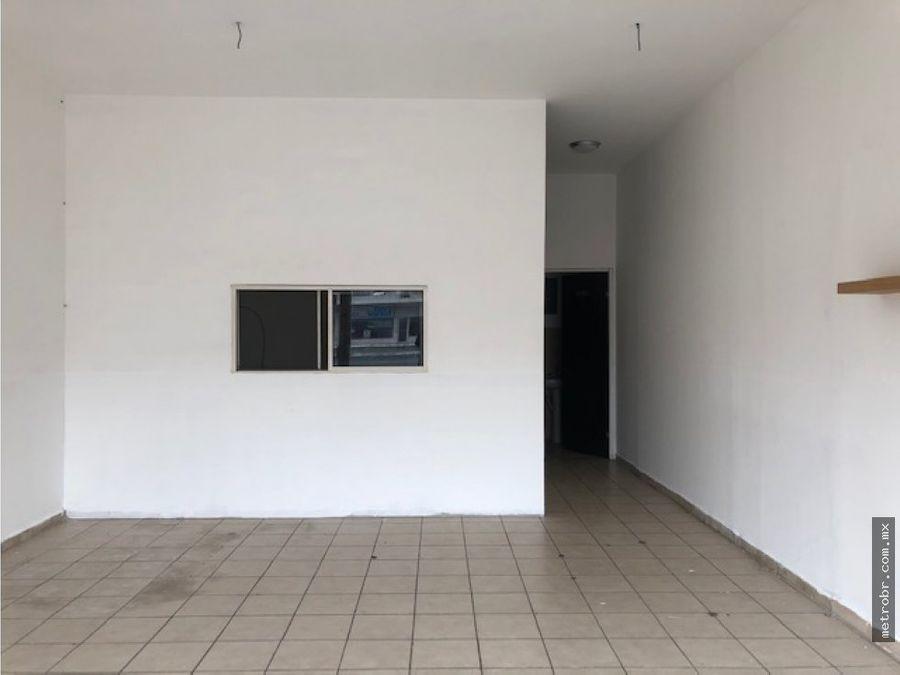 local renta 50 mts2 pb plaza santa catarina lsl