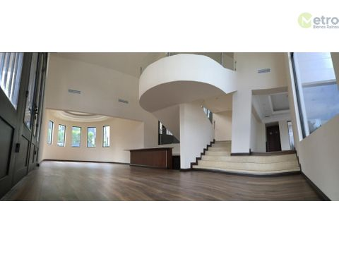 bonita residencia en valle de san angel en esquina 714 m 2 const