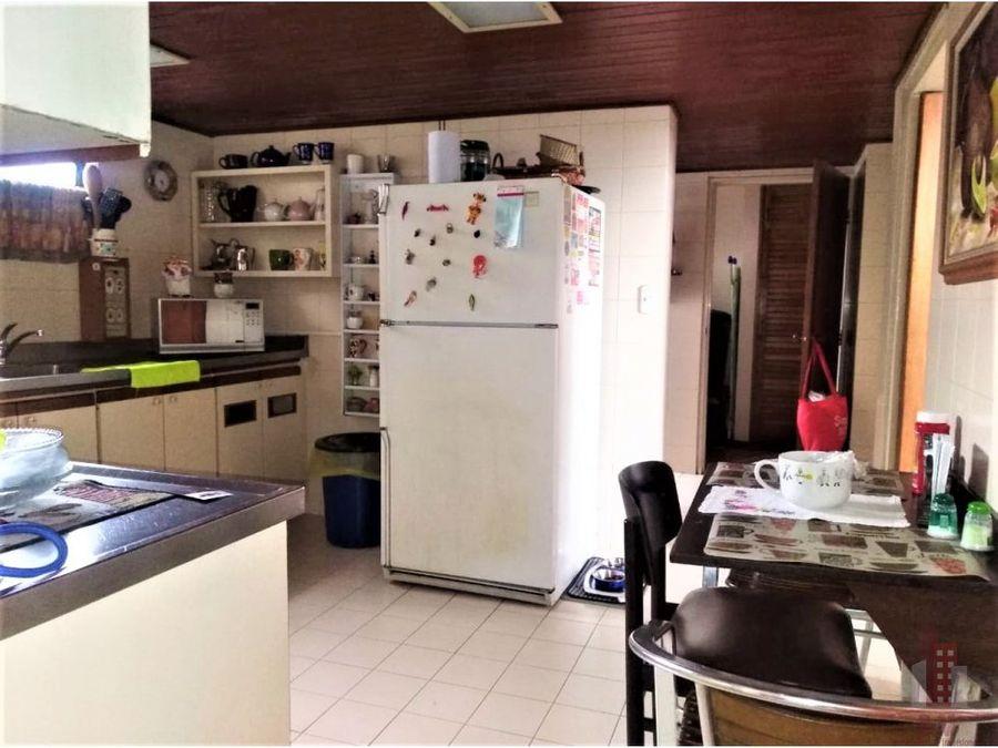se vende apartamento duplex en versalles norte cali