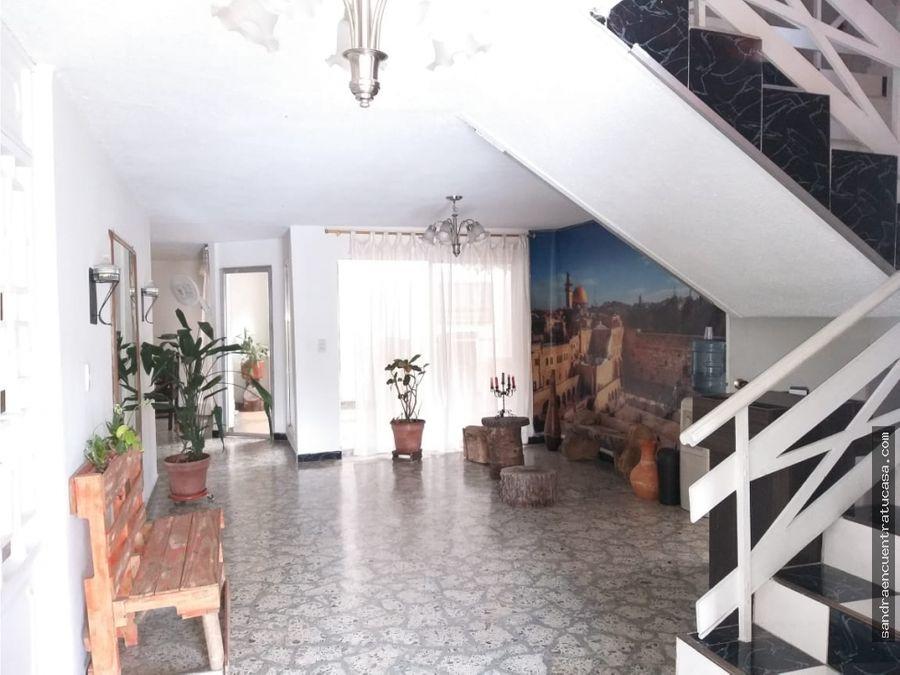 hermosa casa en excelente ubicacion en los colores medellin
