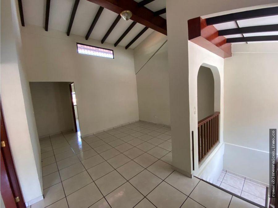 se alquila casa en santa elena