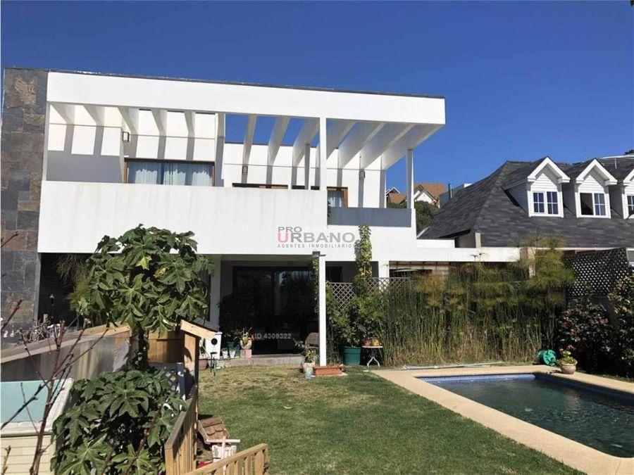 moderna casa en lomas de montemar concon