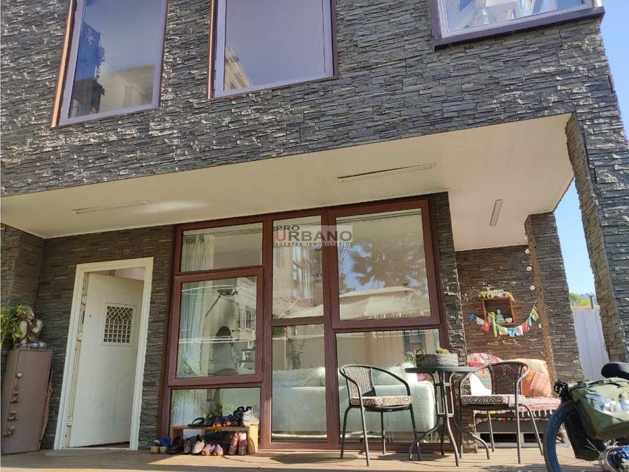 comoda casa en condominio de renaca