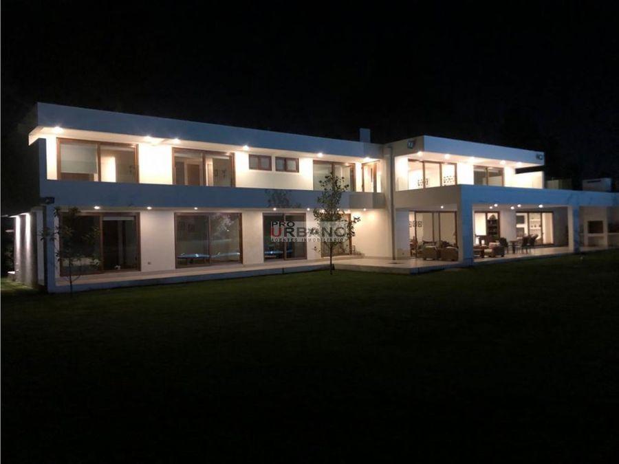espectacular casa en club de golf talagante
