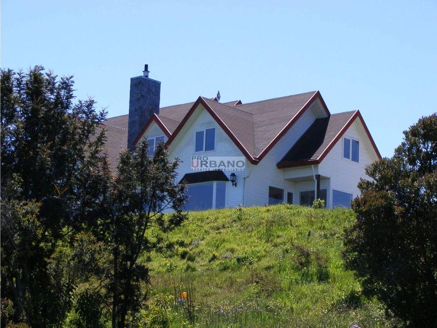 amplia casa con gran vista al mar en puerto montt
