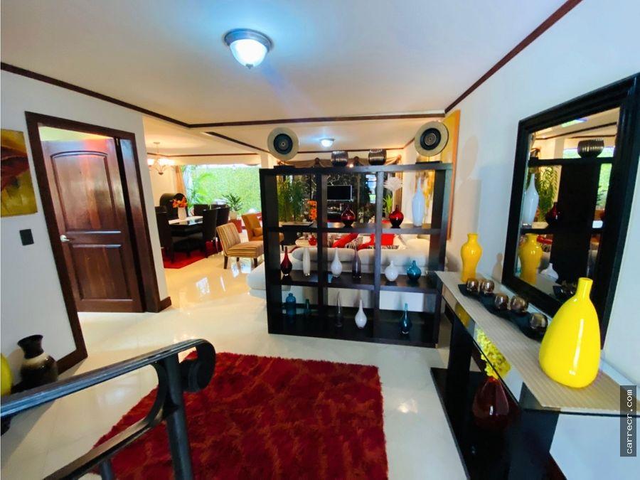 casa de cinco dormitorios en condominio curridabat