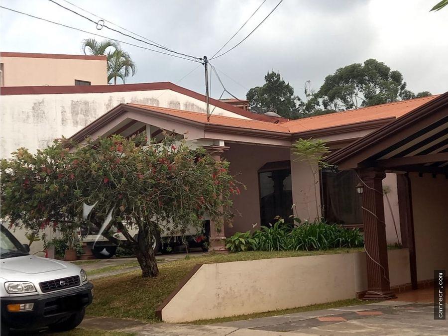 casa de una planta en residencial curridabat