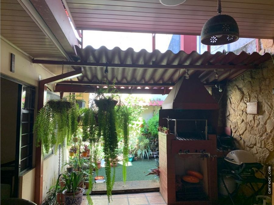 casa de una planta en los yoses montes de oca