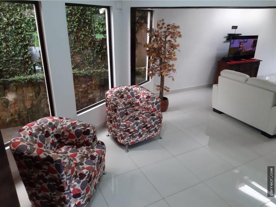 casa de cinco dormitorios en guayabos de curridabat