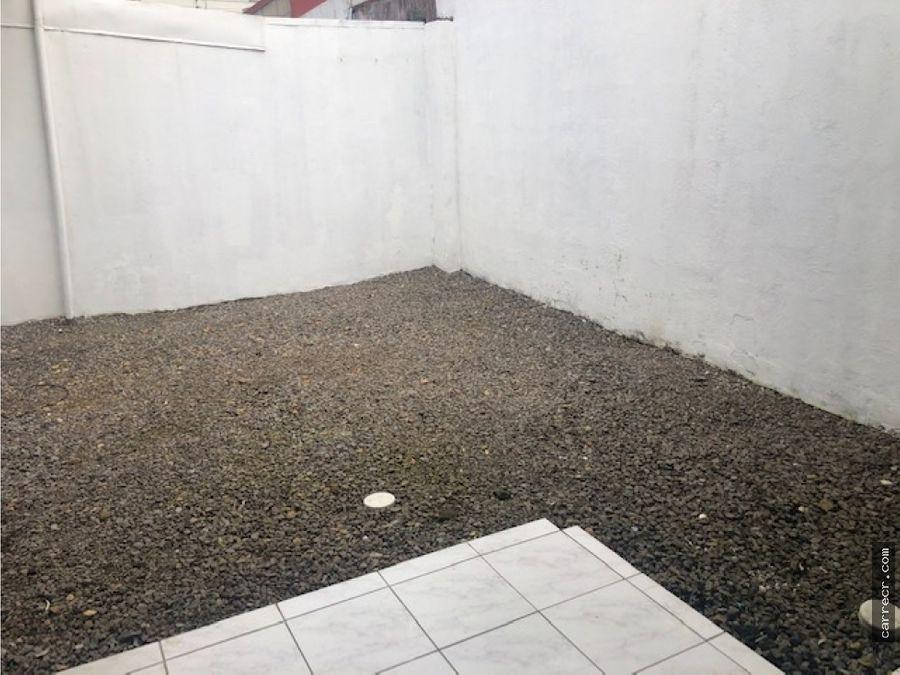 casa de una planta en residencial en sabanilla montes de oca