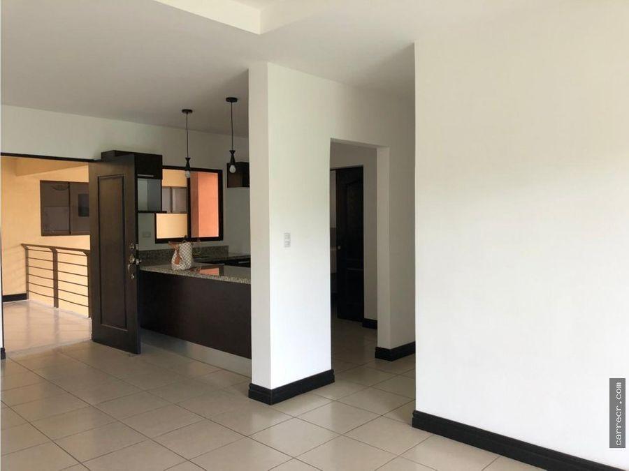 apartamento de tres dormitorios en torres del sol