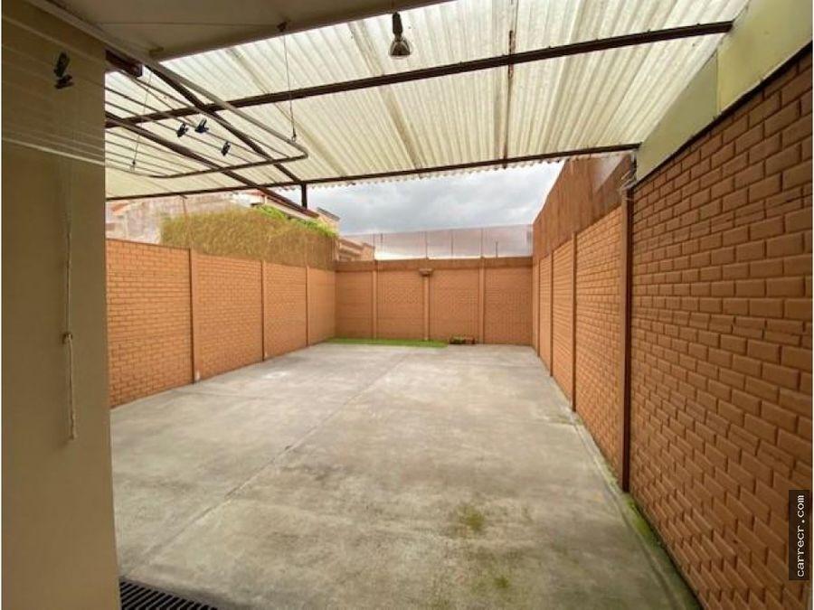casa de dos plantas en condominio en lomas de ayarco
