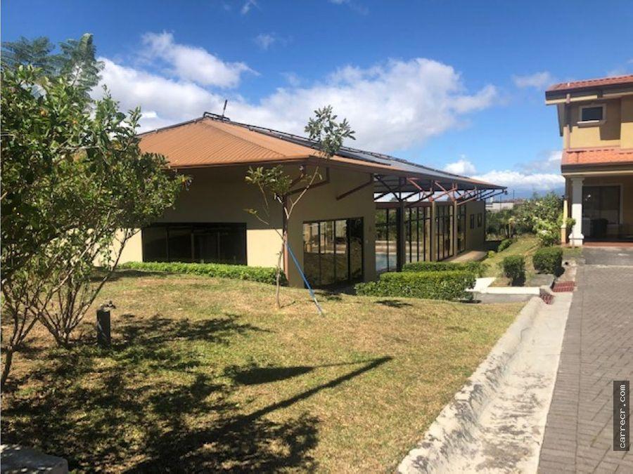 casa de dos plantas en condominio san marino tres rios