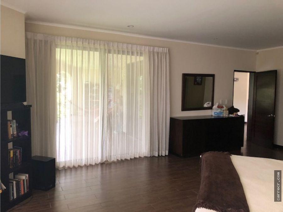 casa de cuatro dormitorios en condominio de lujo en curridabat
