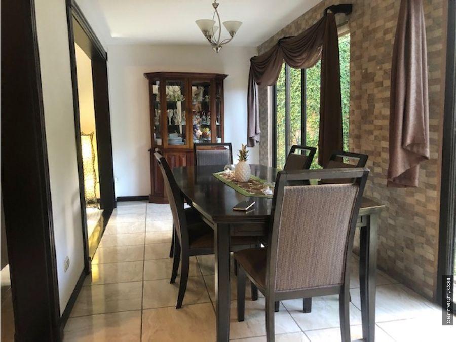 casa independiente de cuatro dormitorios en lomas de ayarco