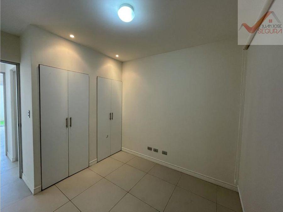 se alquila apartamento en planta baja en loft real cariari