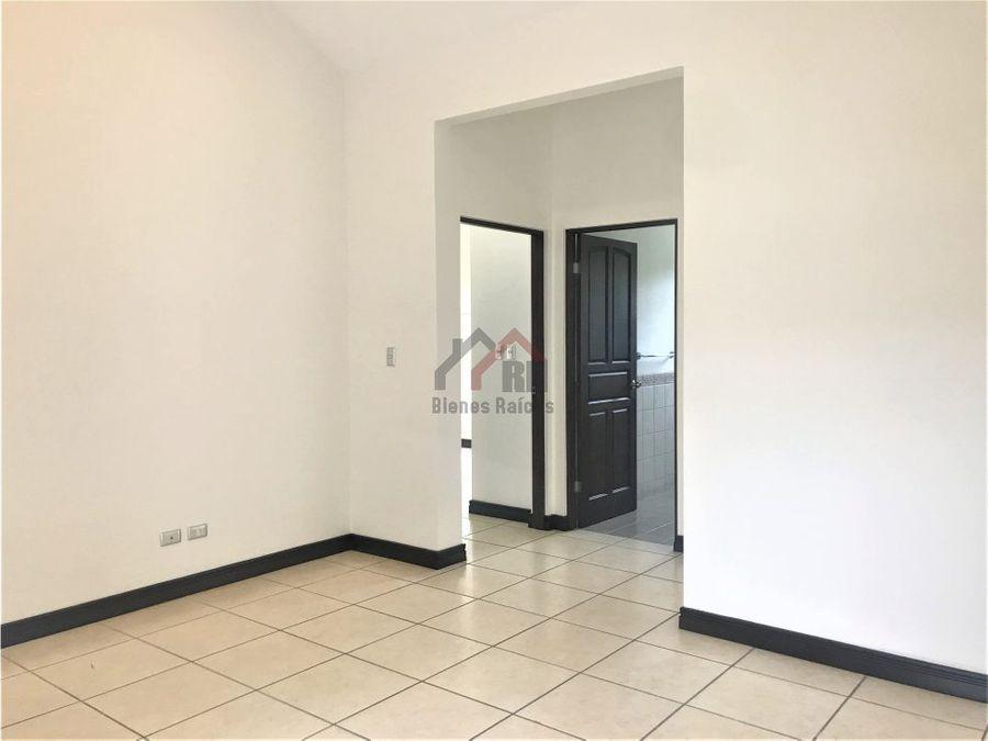 venta de hermosa casa en lindora 1 planta