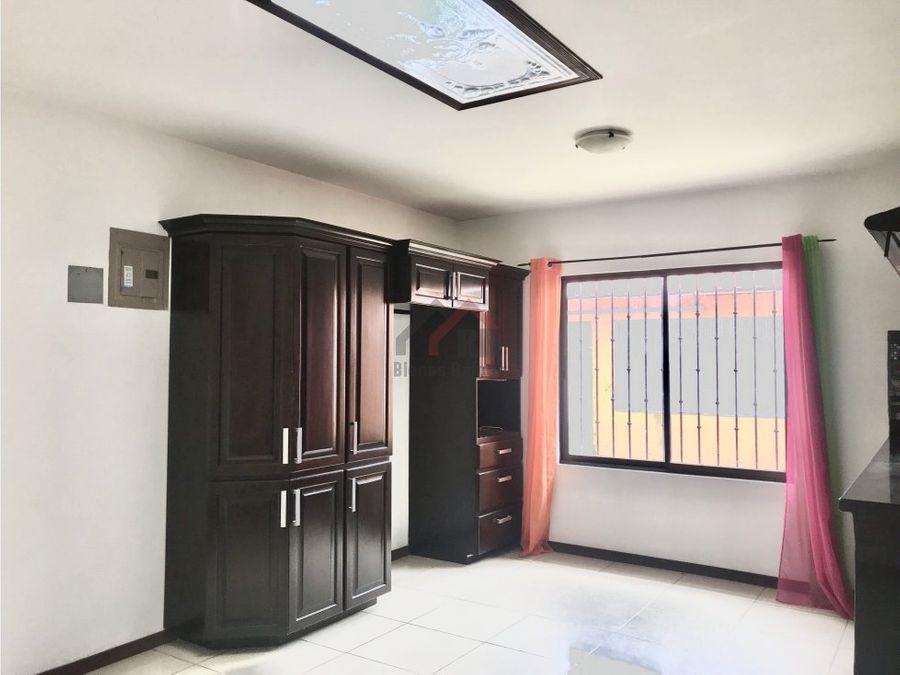 venta de casa independiente en santa ana centro