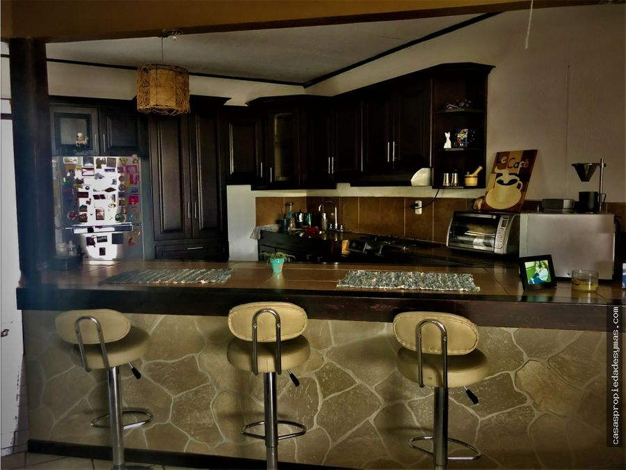 se vende casa con apartamento independiente en santa ana centro